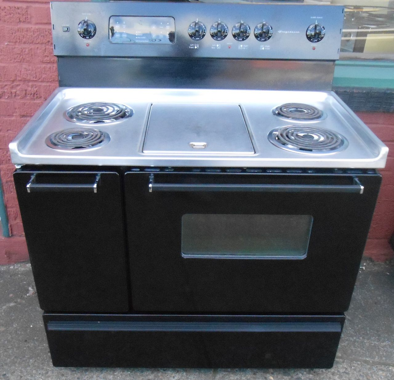 Liance City Frigidaire 40 Inch Electric Range Double Oven 4 Burner With Center Griddle 2