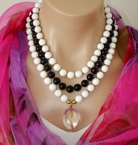 7bd1a6c7b138 Collar de perlas negras y blancas