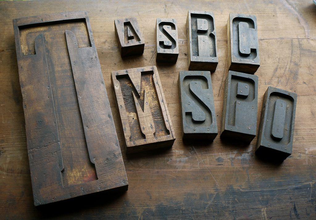 Various woodtype.