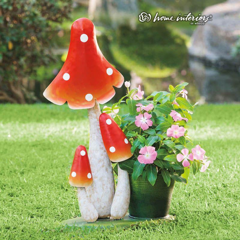 Figuras y maceteros llenas de magia para crear un jardín como de ...