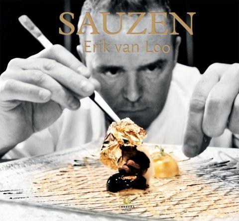 Sauzen - Erik van Loo - Uitgeverij Carrera. Dit is een boek over de weg die een saus aflegt om saus te worden. Het is een zoektocht naar smaak.  Een tocht die begint met het kiezen van de juiste ingrediënten en die de lezer de keuken in trekt van Parkheuvel: het domein waar de creativiteit van de meesterkok uitmondt in de mooiste en lekkerste gerechten. http://www.uitgeverijcarrera.nl/boek/Sauzen-T4588.html#sthash.12UD6q7K.dpuf