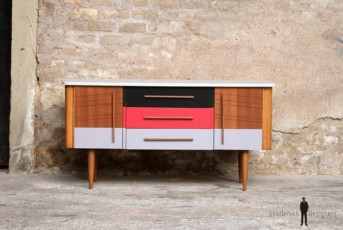 Meuble vintage relooké en bois, motifs graphique, rouge gris noir