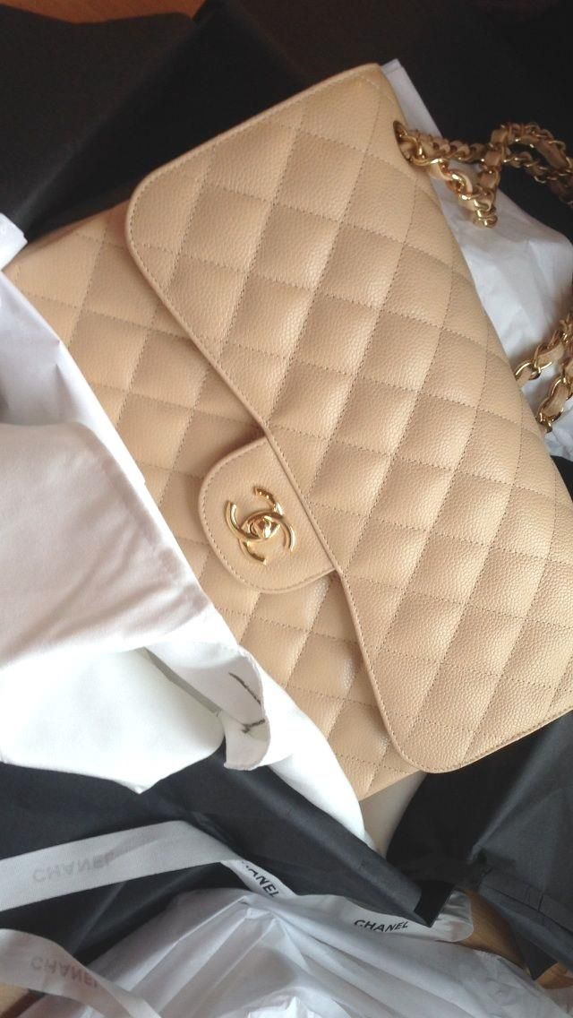 Chanel Jumbo in beig  Chanel Jumbo in beige caviar leather with gold hardware