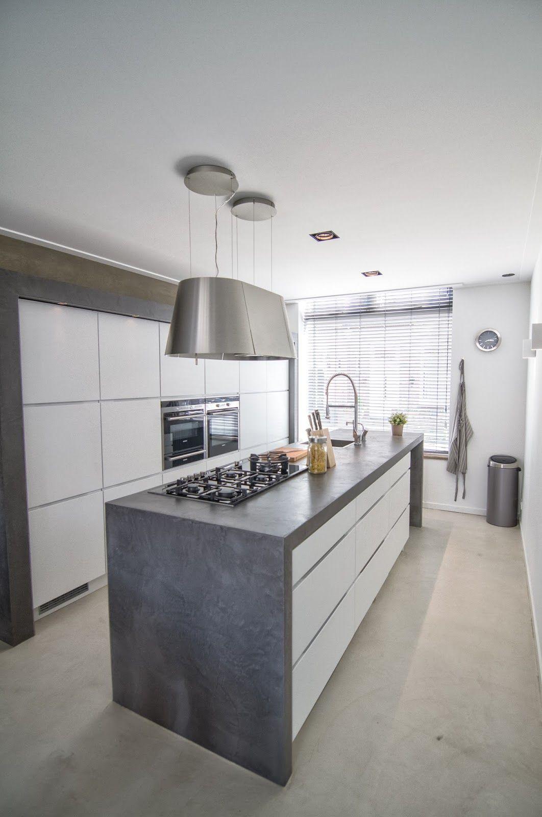 Cocina con microcemento en estantes encimera y mueble en for Muebles de cocina la plata
