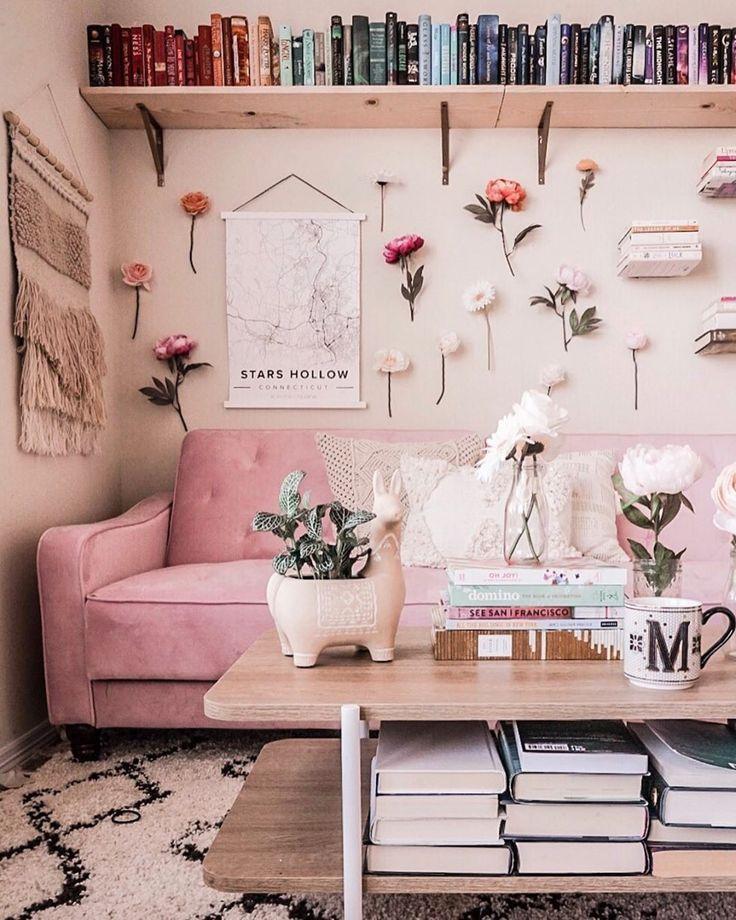 Wohnzimmer Inspo wie von Michelle #flowerwall #myanthropologie #anthropolog erzählt,  #anthro... #roominspo