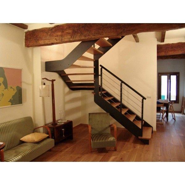 escalier 2 4 tournant limon m tal et marches bois. Black Bedroom Furniture Sets. Home Design Ideas