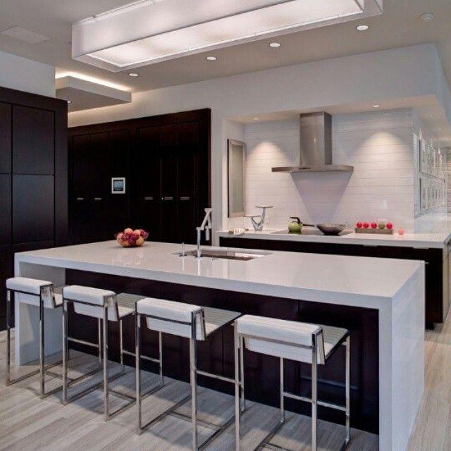 Elegante #diseñointerior en #cocina marcado por los multiples ...