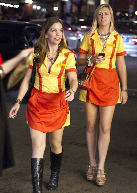 2 Broke Girls Max And Caroline Halloween Halloween Halloween