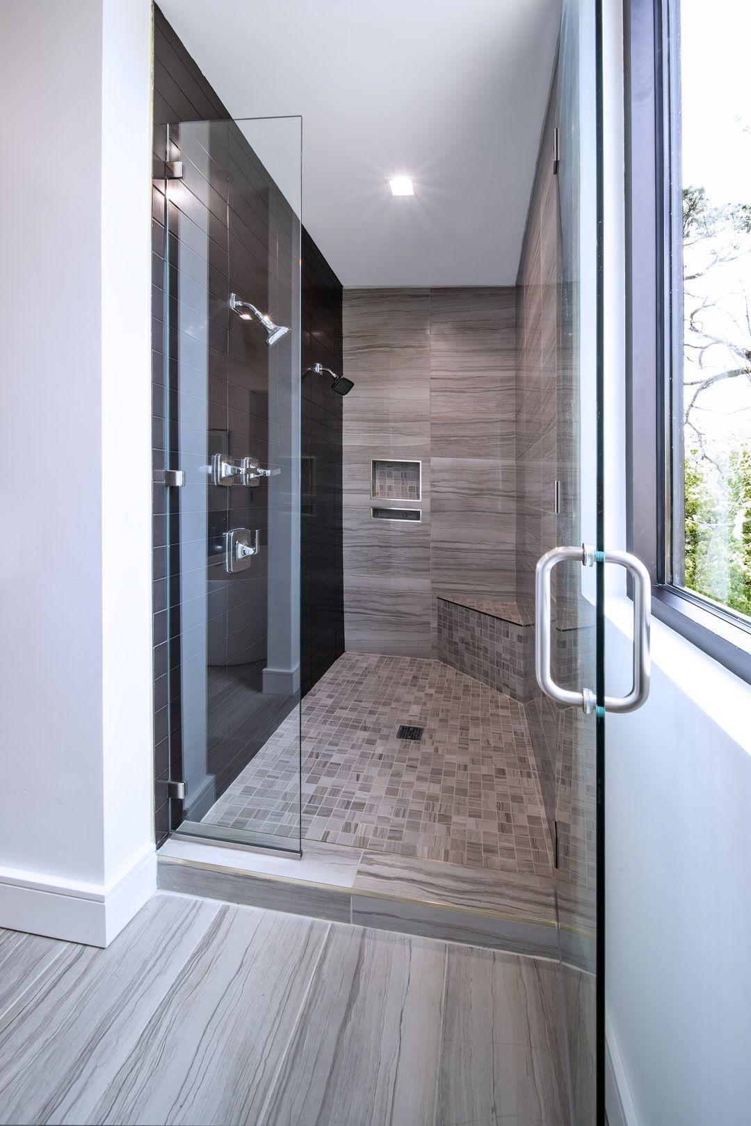 Bathroomideas Montessori Toilette Montessori Badezimmertisch Ideal Fur Die In 2020 Badezimmereinrichtung Holztur Kleine Badezimmer
