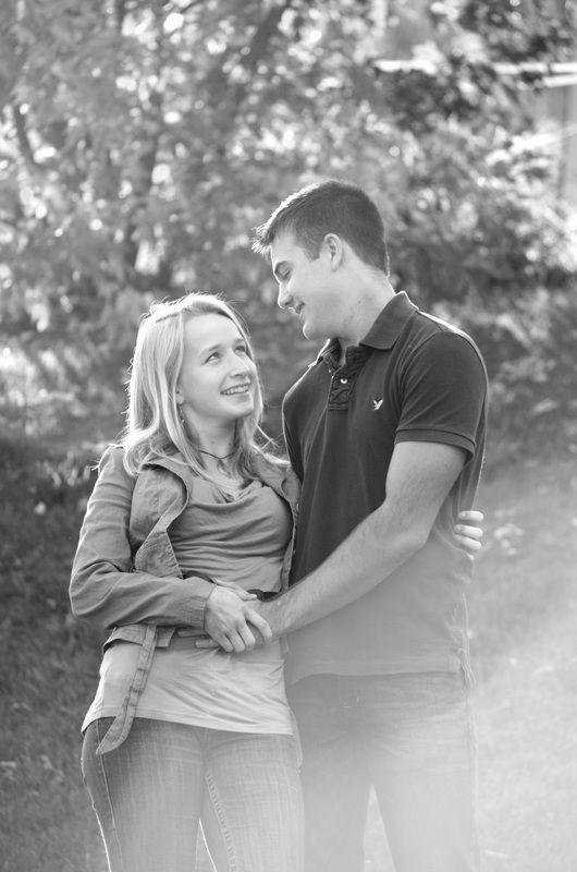 Couples photography pose #NicoleLouisePhotos