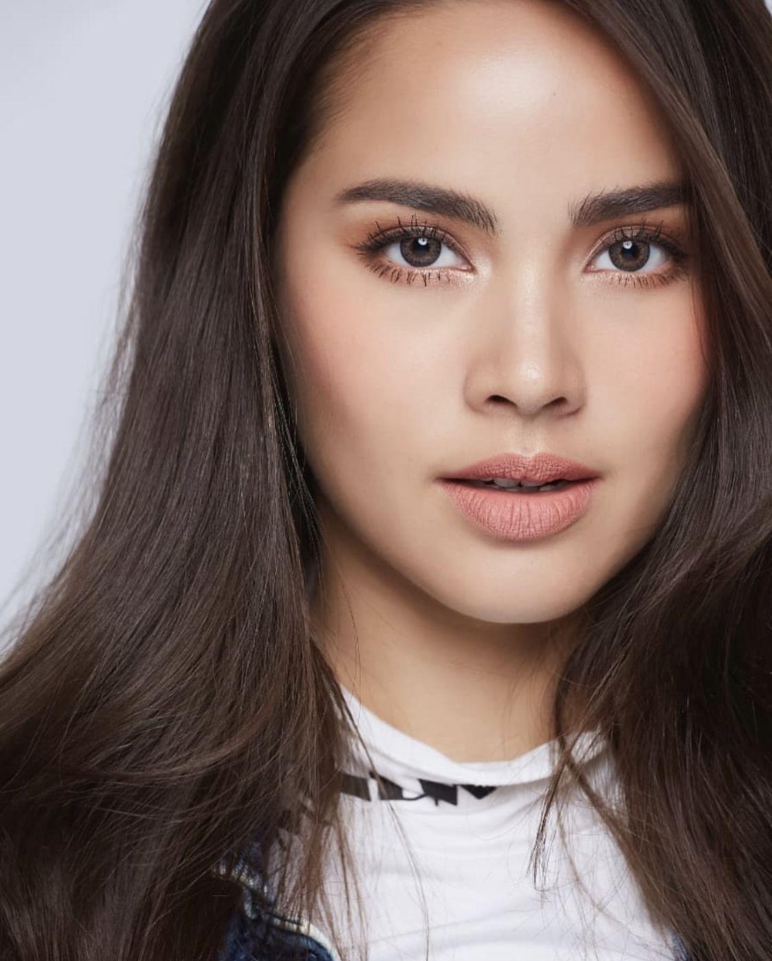 Actress Yaya Urassaya. | Beauty girl, Ulzzang korean girl