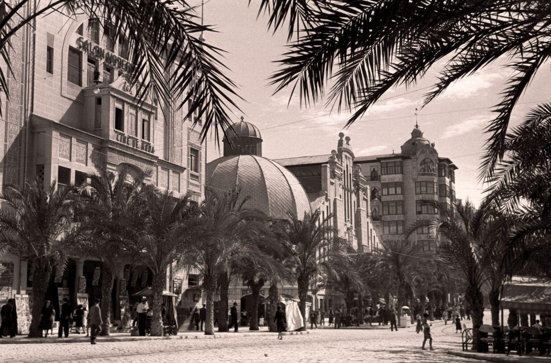 Alfonso el Sabio con el cine Monumental y el Mercado Central