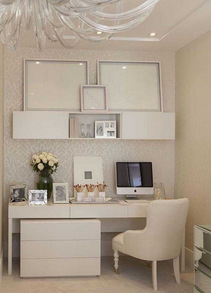 Escritório (home office) de cores claras