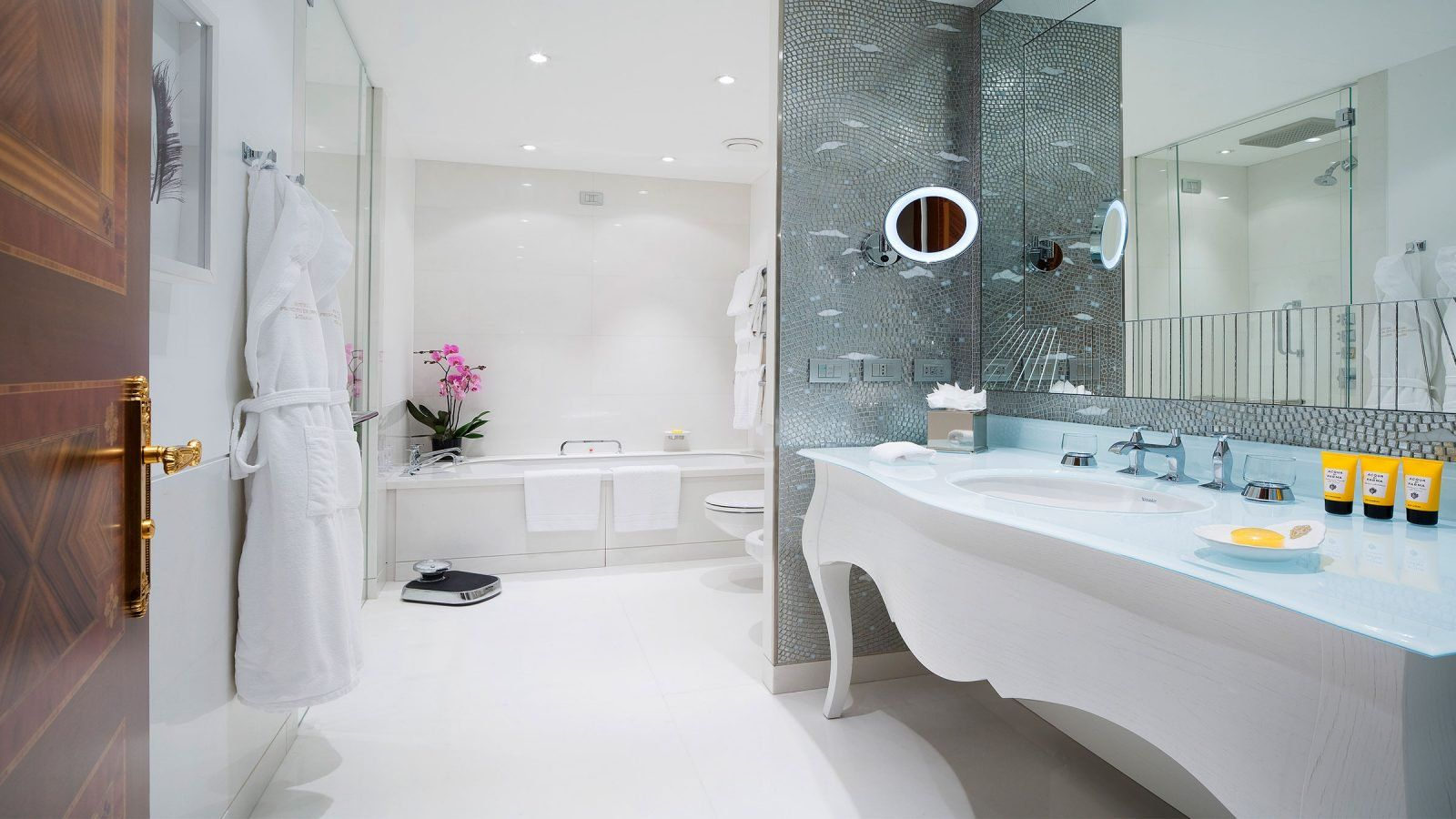 Junior suite at hotel principe di savoia dorchester