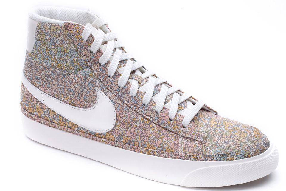 Botitas Nike con estampa Liberty