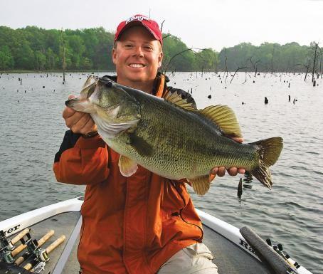 Largemouth bass tips big bass chatterbaits bass fishing for Big bass fishing