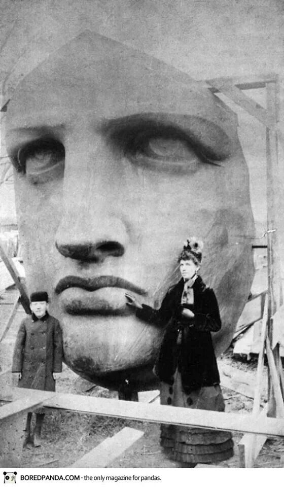 Unpacking the head of the statue of liberty in 1885