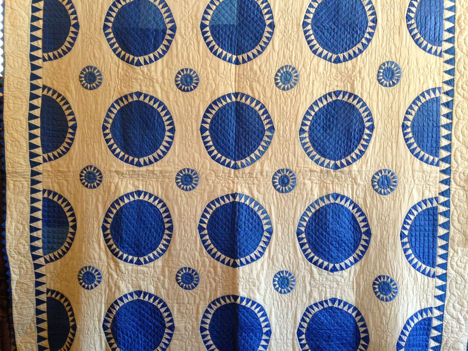 Blue and white New York Beauty variation, 1925, at the La Conner Quilt Museum. Pallow family collection.