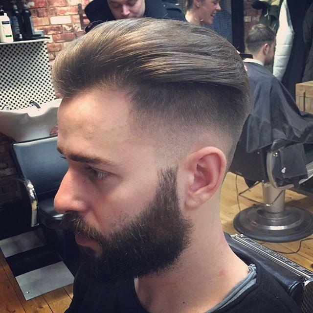 Skin fade @leighforsyth  #fade #styling #photooftheday #hair #classic #beer #beardgang #instagood #vintage #barberlife #barber #hairstyle #haircut #skin #model #men #beard #barbershop #menstyle #mensfashion #style #fashion #tattoo #menswear #music #boys #london #male #shoreditch #bucksbarbers ✂️ (at Bucks Barbers)