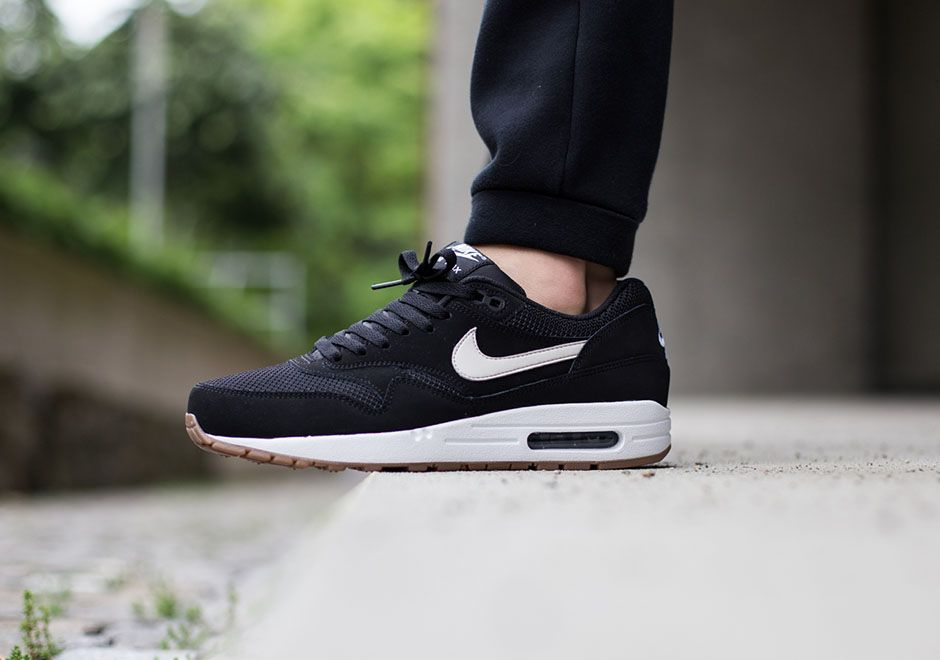 black air max 1 white sole