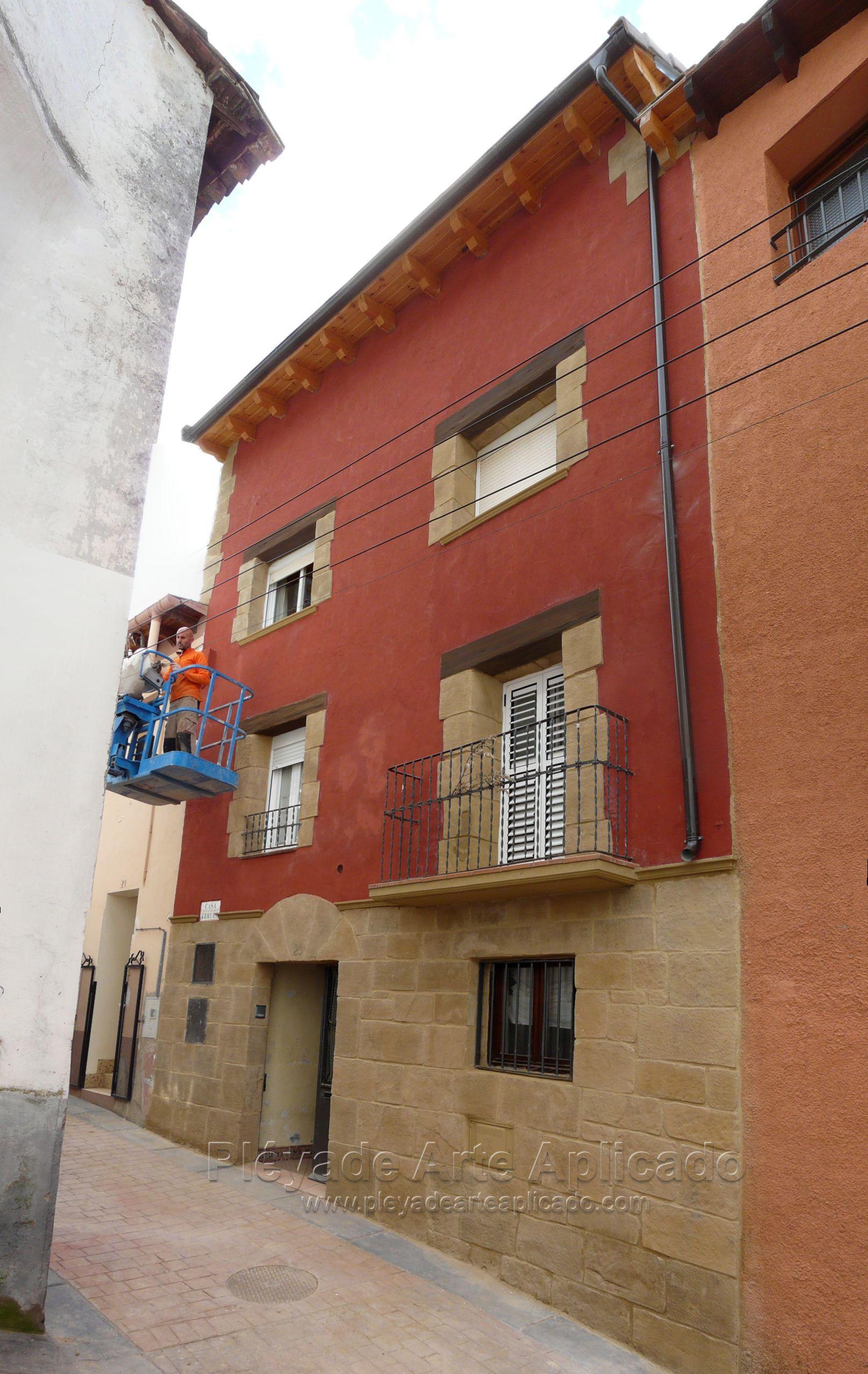 Decoraci n de fachada con piedra artificial y estuco fachadas pinterest decoracion de - Rehabilitacion de casas antiguas ...