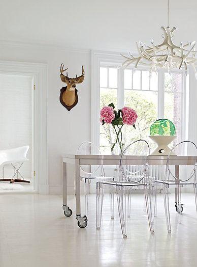 Victoria Ghost Side Chair  Designed by Philippe Starck for Kartell. Favoritt stolene...står høyt på ønskelisten