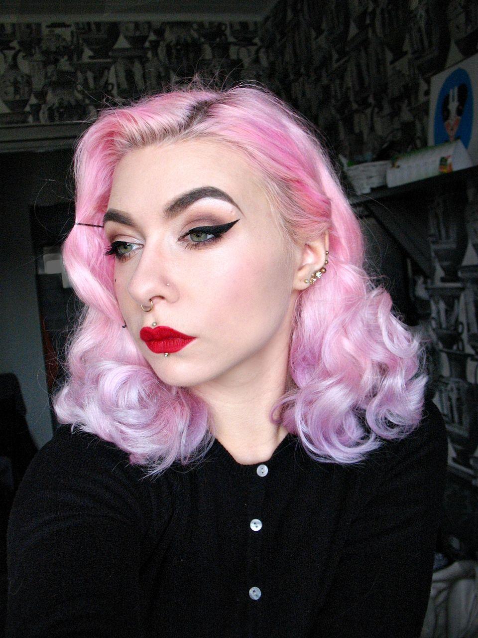 Langes blondes Haar auf herrlicher tschechischer MILF