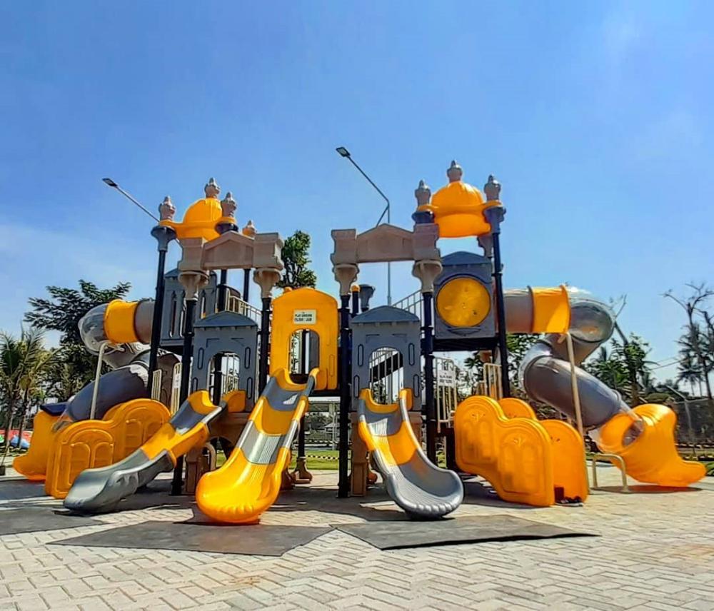 Htm Blitar Park Roller Coaster Kolam Batas Kota