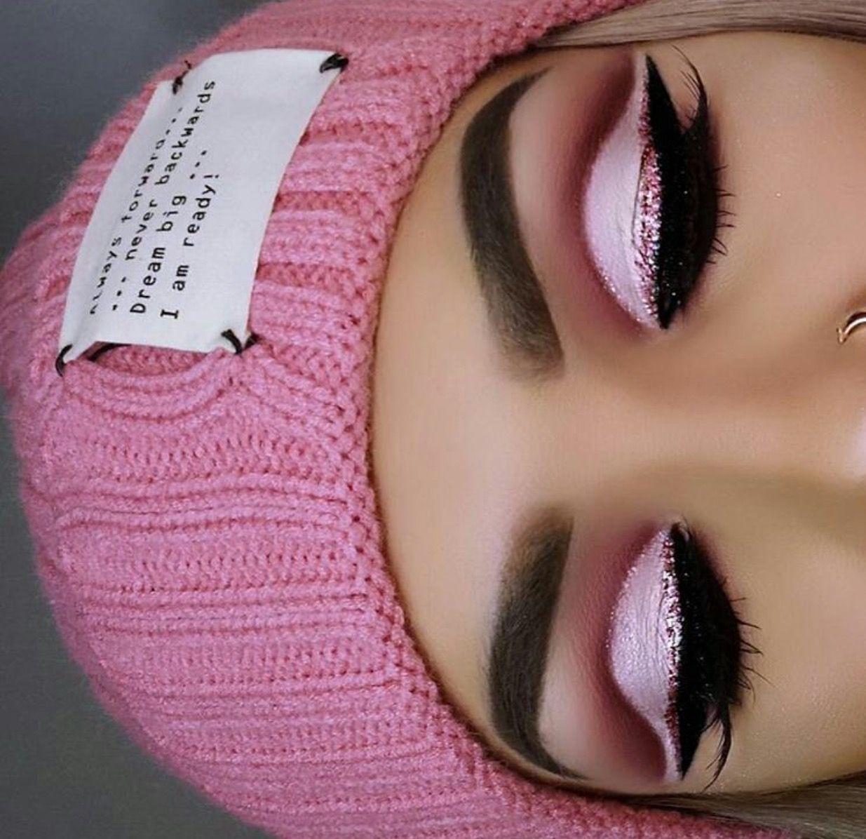 Pale Matte Pink And Rose Gold Glitter Oog Make Up