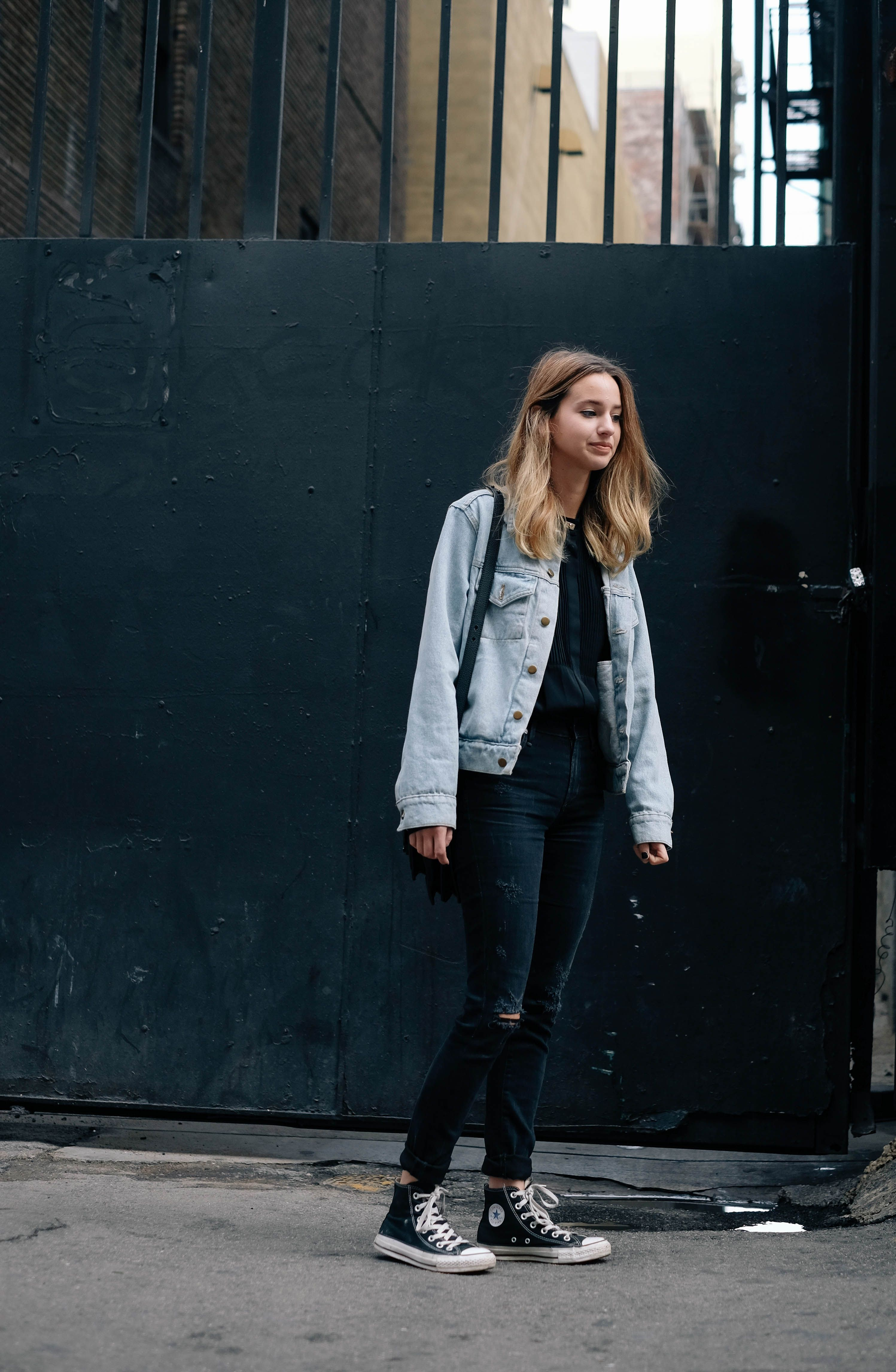 Basically looks like this dress denim jacket converse example - Super Casual And Tomboy Street Style All Black With Chucks And A Light Blue Denim Converse Outfitsdenim