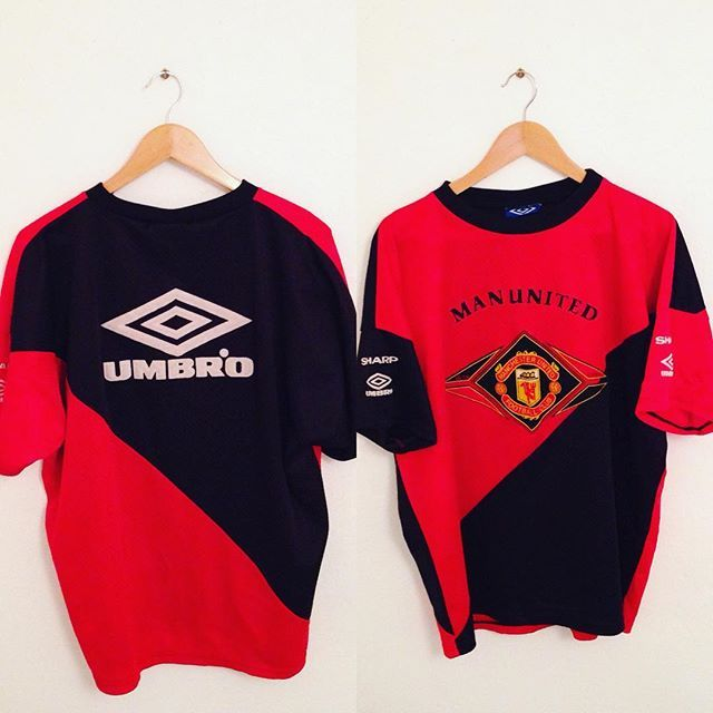 This Vintage Umbro Manchester United 90 S Training Shirt Is A New Addition To Our Store Classic Football Shirts Vintage Football Shirts Manchester United Shirt