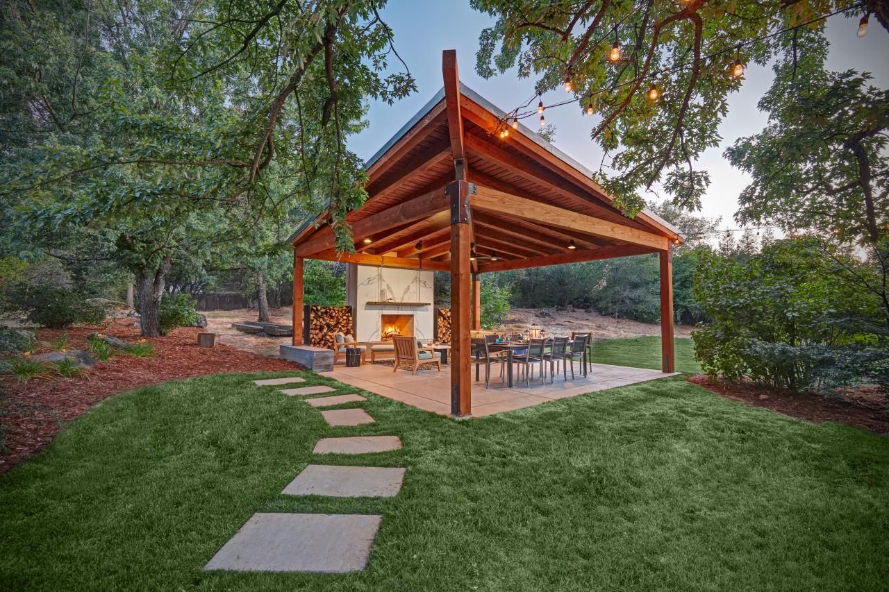 Stylish Structures That Make Gracious Outdoor Living Easy