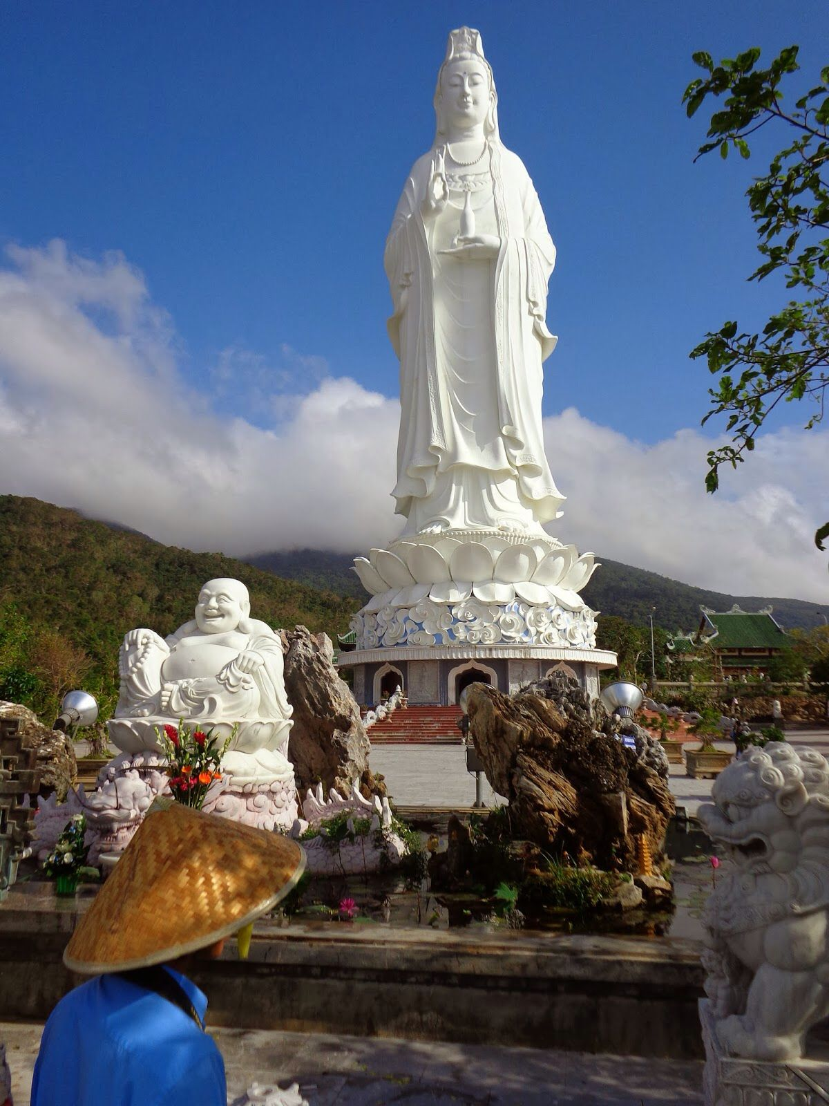 Linh Ung Bai But Pagoda And The 67 Meter High Statue Of