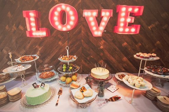 Rustic wedding dessert table #weddingdecor #weddingideas #dessertbar #desserttable #rusticwedding