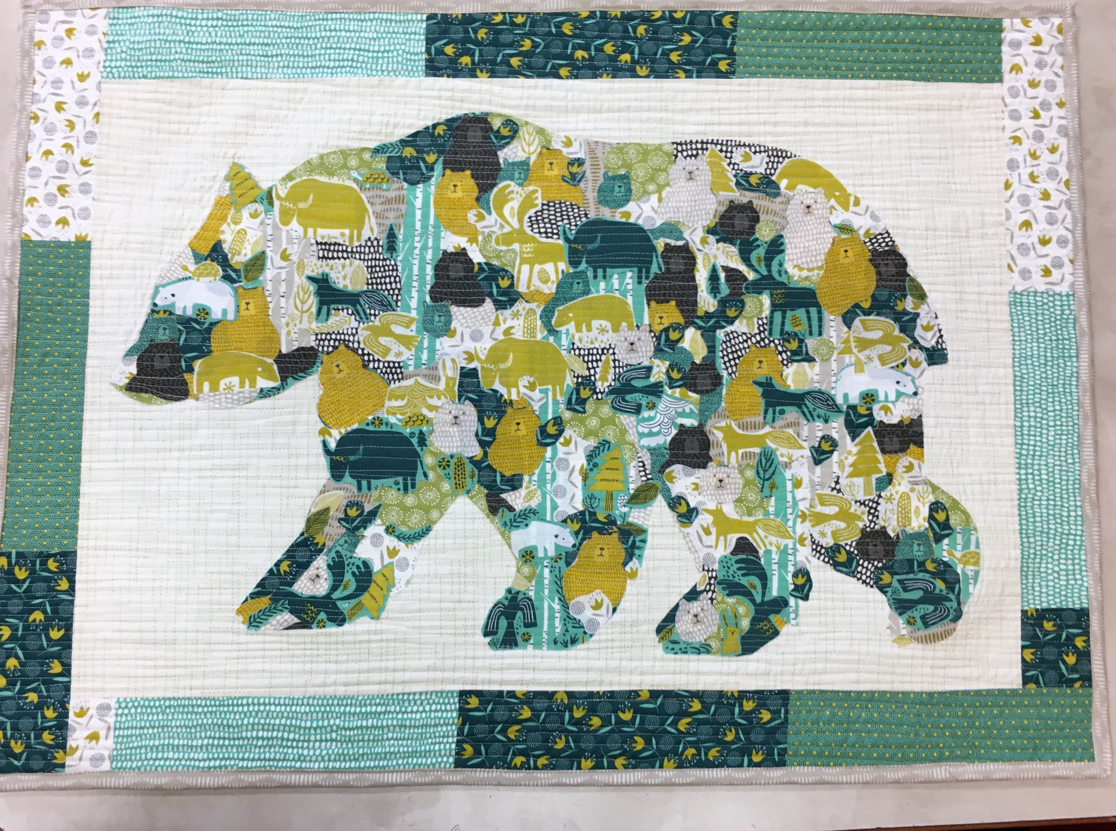 Big Sky Bear Fabric Is Moda Big Sky And Bear Outline Is Laura Heine Quilt Patterns Sewing Projects Quilts
