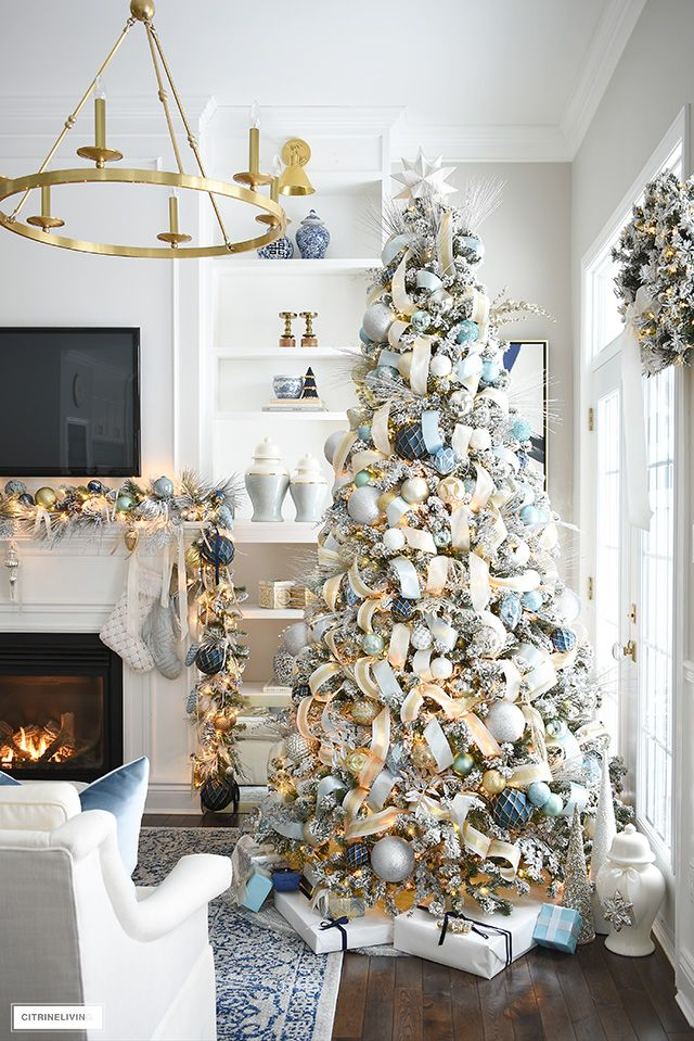 Elegant Christmas living room - holiday decor with flocked Christmas tree, garland and wreath #christmas #christmasdecor #christmasdecorating #christmaslivingroom #christmasideas #christmasdecoratingideas #christmastree #christmastreeideas #garland #flockedChristmastree