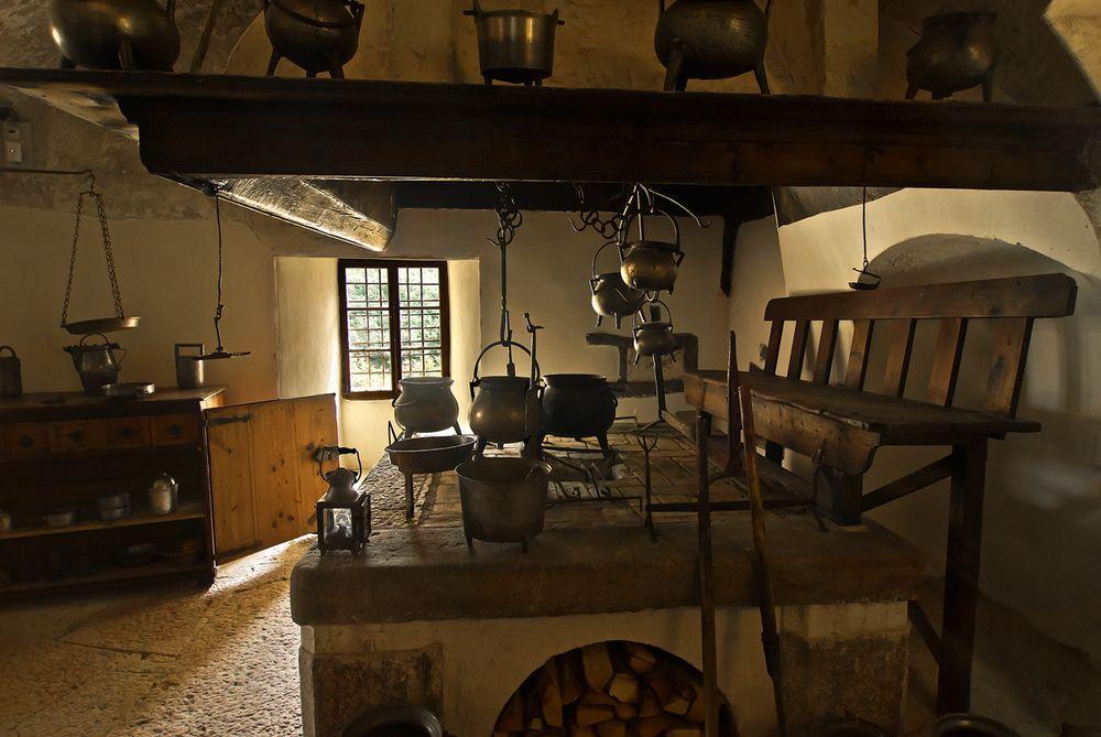 Casltel Thun - La vecchia cucina di Carlo Gandolfo | Kitchen ...