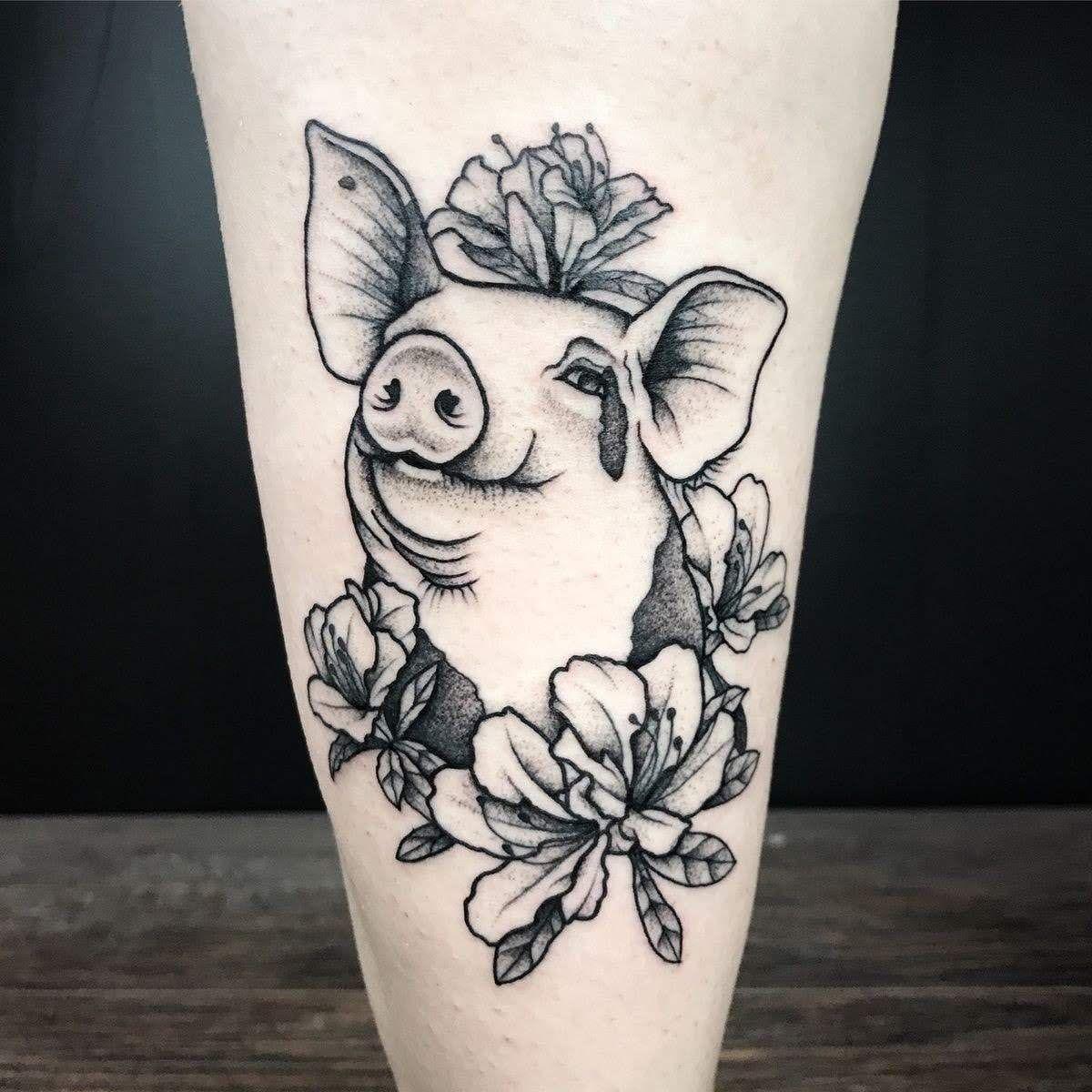 Pin de nugget en v e t Tatuaje de cerdo, Tatuajes de