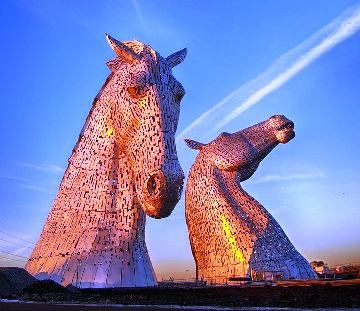 Foottall Horse Head Sculptures Unveiled In Scotland Horse - Amazing horse head sculpture lights scottish skyline