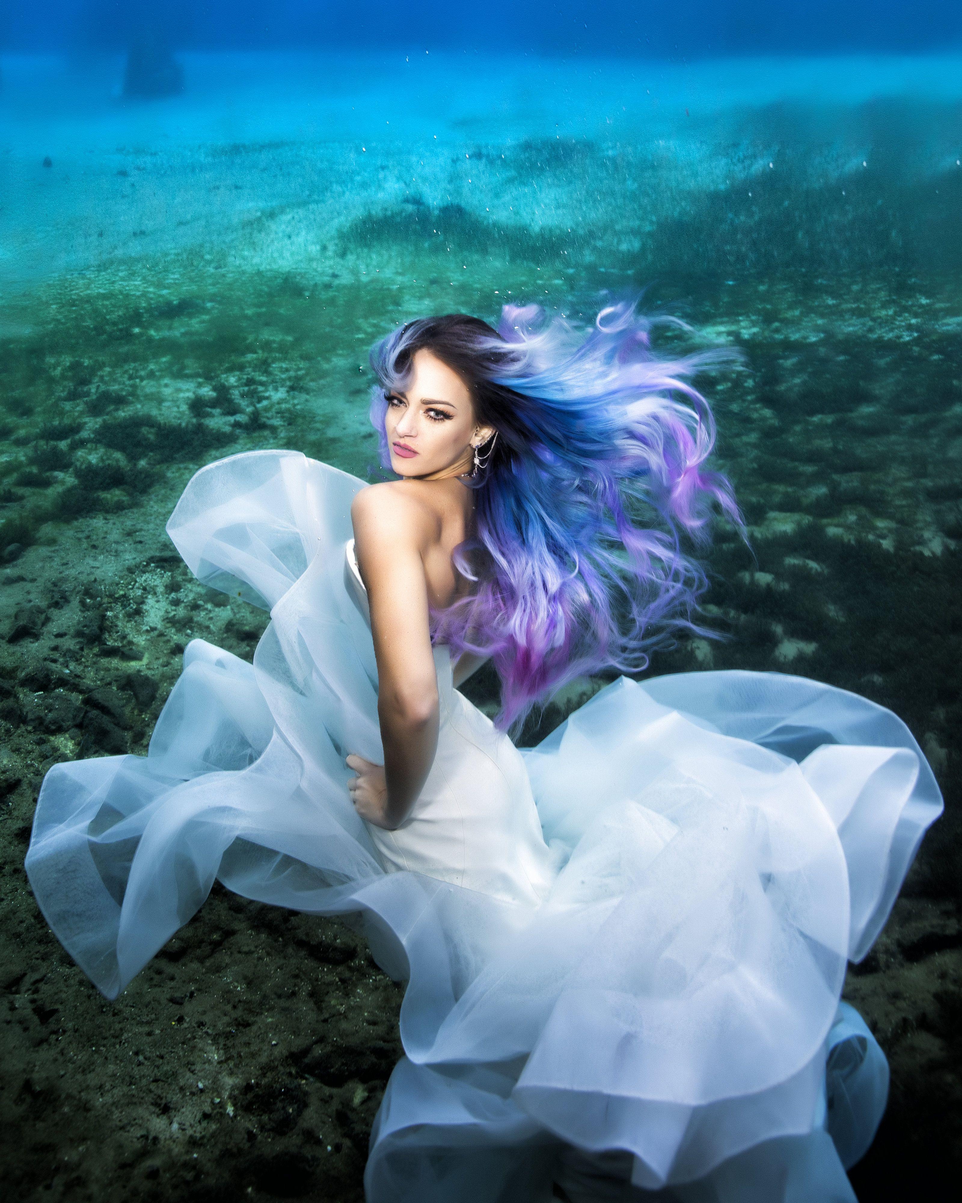 Pin On Underwater Wedding Photos