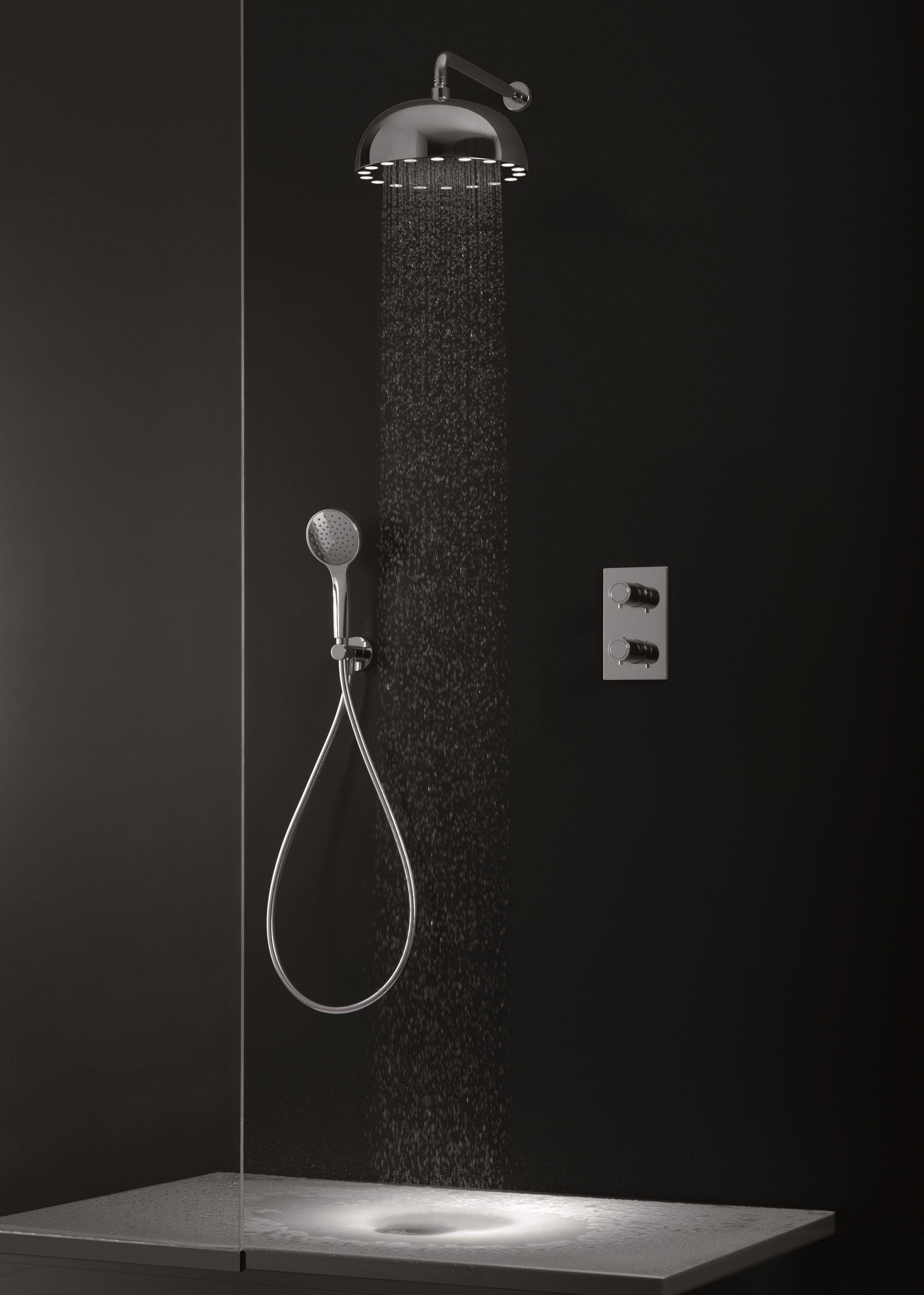 t te de douche effet pluie de plafond avec led dynamo shower by cristina rubinetterie tete. Black Bedroom Furniture Sets. Home Design Ideas