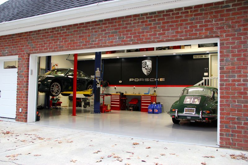 Show Your Porsche Garage Set Up