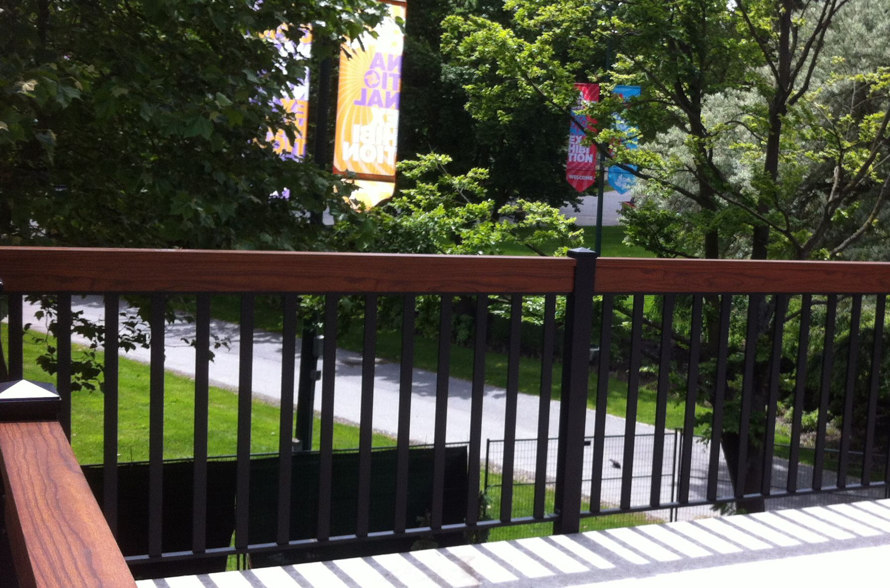 Wood Railings Without The Hassle Durarail Has The Answer An Authentic Looking Wood Grain Finish On Durable Al Vinyl Deck Railing Vinyl Deck Aluminum Railing