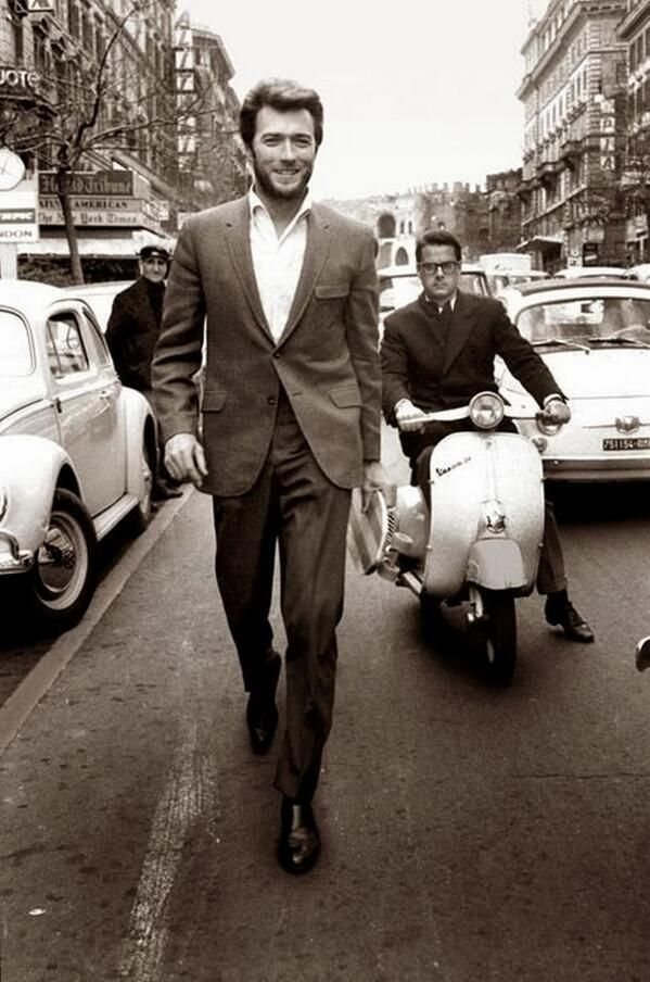 Clint Eastwood in Rome in the 1960's pic.twitter.com/fXWwI6QTXa