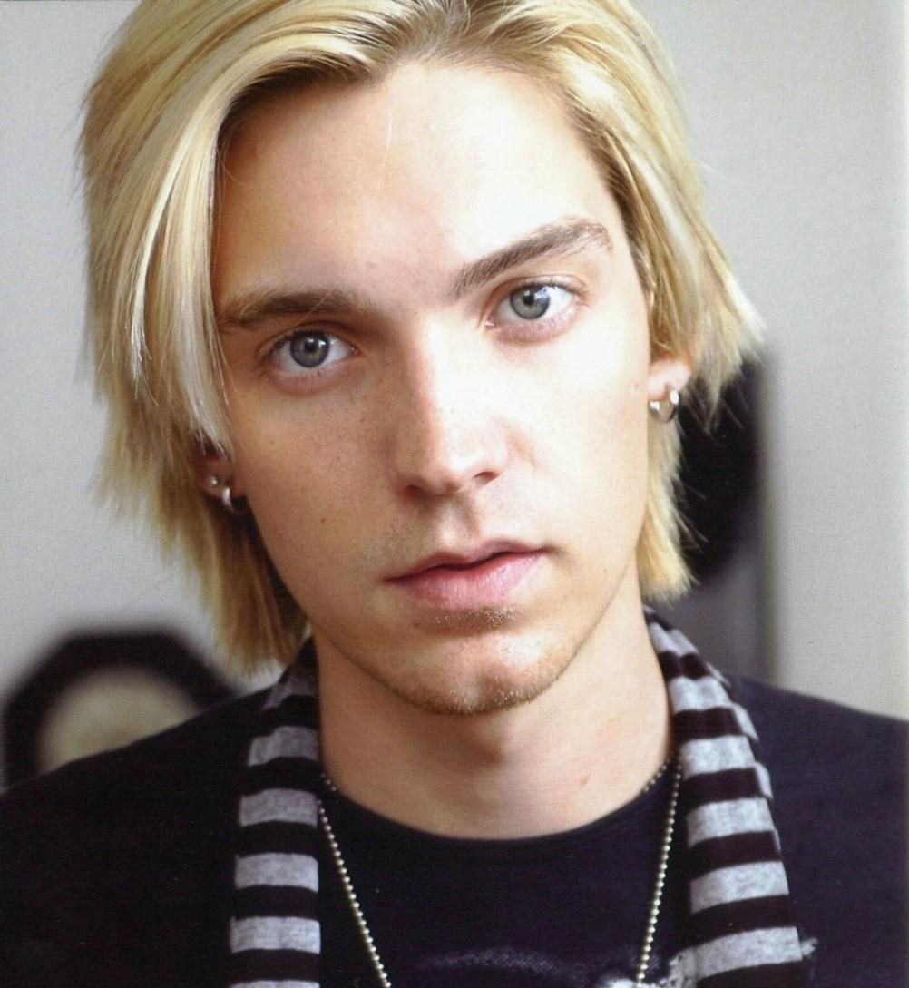Tips: Alex Band, 2018s alternative hair style of the happy mysterious  musician