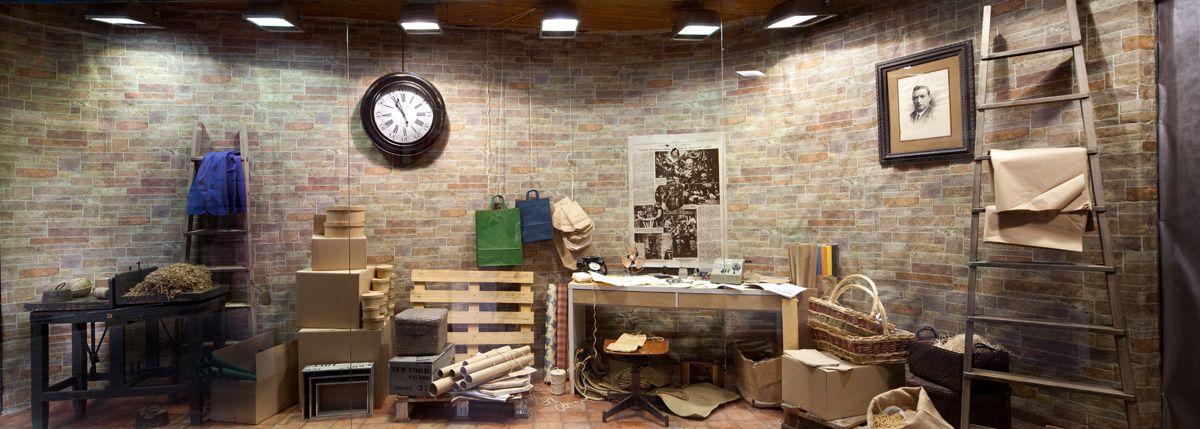 El escaparate de primavera 2001. haciendo alusión a un taller de imprenta de los de antes.
