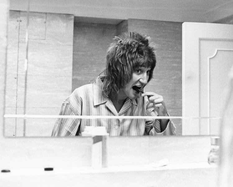 Bellezze (e belli) al bagno: 60 anni di divi alla toilette