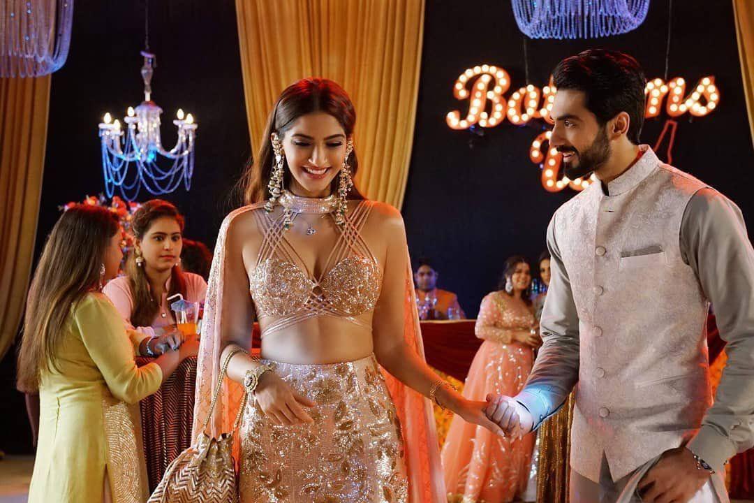 Pin By أسماء صباح On Sonam Kapoor سونام كابور Veere Di Wedding Bollywood Stars Sonam Kapoor Movies