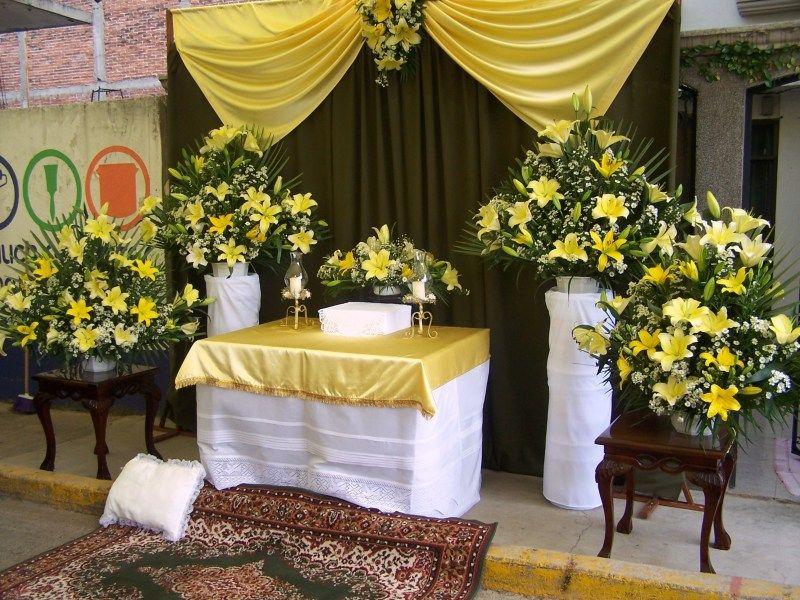 Altares Para Corpus Christi Buscar Con Google Church Flowers Altar