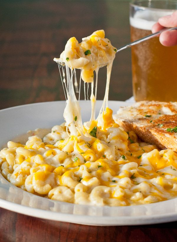 Sharing some of my favorite dishes from Explorer's Club  in Columbus, OH! Starting with this creamy Mac and Cheese!